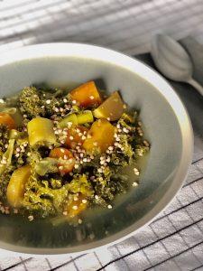 Bouillon de légumes au gingembre et curcuma frais